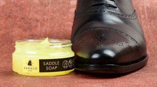 Jak použít mýdlo na boty