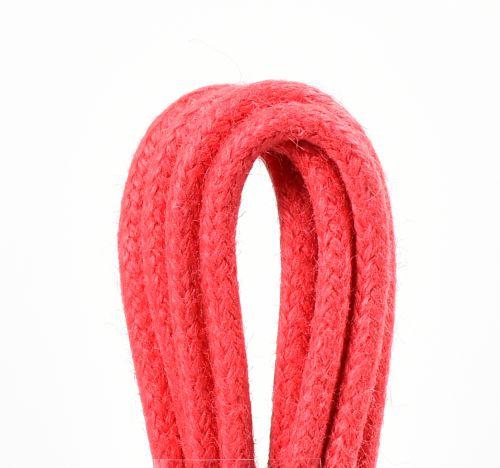 červené tkaničky