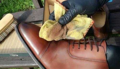 Jak odbarvit kožené boty